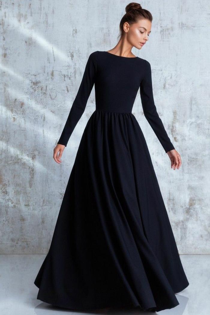 Robe noire longue avec manches